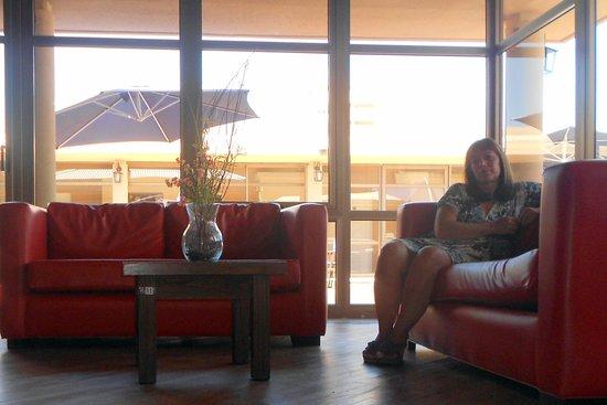 Hotel San Pedro Palace : descansando en el estar
