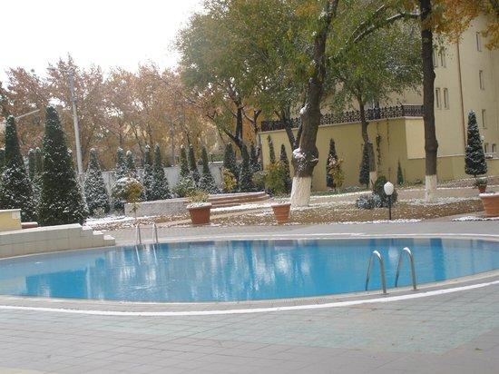 Lotte City Hotel Tashkent Palace: Внутренний двор отеля