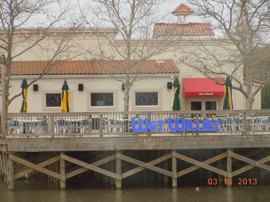 Liberty Brewery & Grill : photo across water