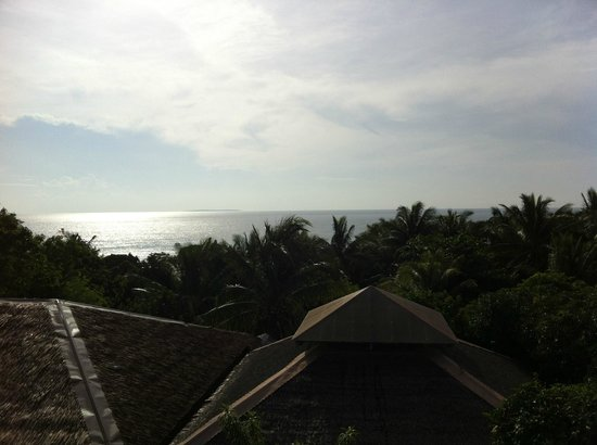 Amarela Resort: View of the ocean from the dining area during breakfast