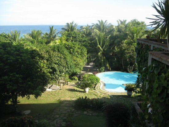 Amarela Resort: View of the pool and down to the beach