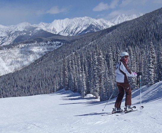 Vail Mountain Resort : My wife skiing the Northwoods area of Vail in March