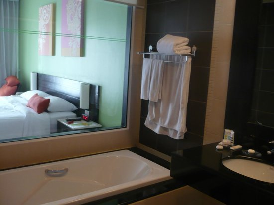 Deevana Plaza Phuket Patong: See through bathroom and king size bed
