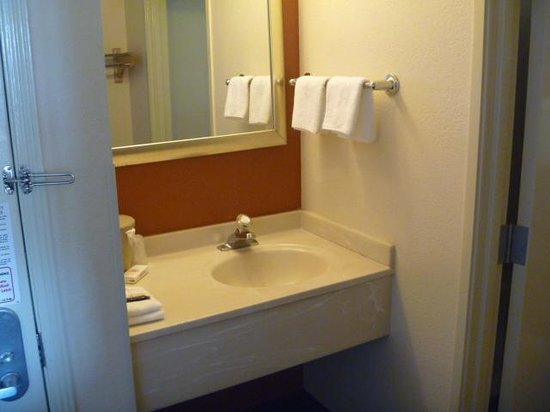 Red Roof Inn Tucson North - Marana: Sink area