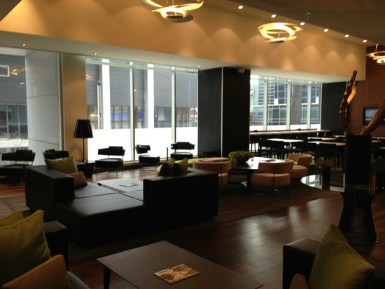 Hotel Le Germain Maple Leaf Square: Breakfast Lounge