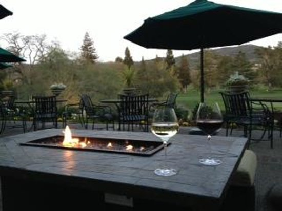 Silverado Resort and Spa: Lovely patio area of the bar