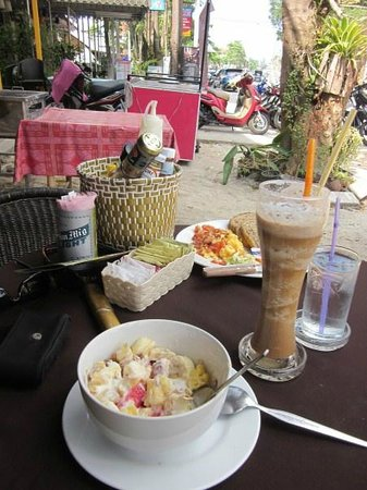 Indeep Cafe, Restaurant & Bar : Breakfast at Indie Cafe