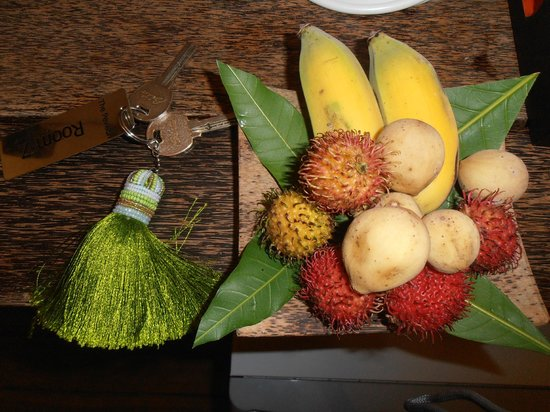 The Pavilion: Welcome tropical fruit platter.