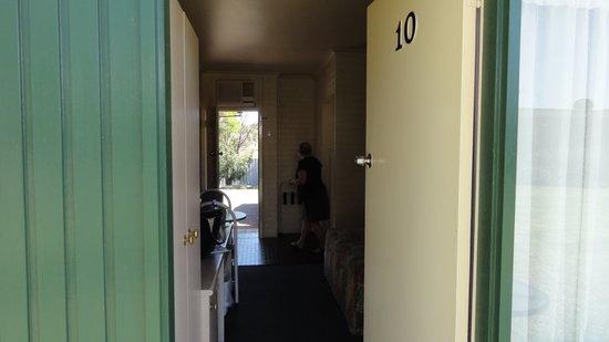 Junee Motor Inn: Room entrance/exit