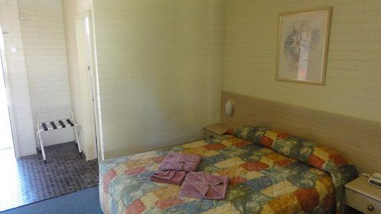 Junee Motor Inn: Room
