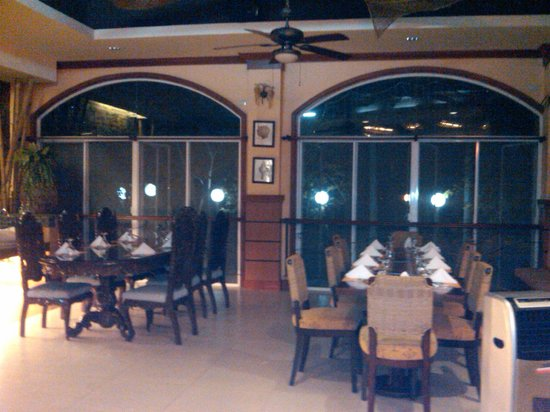 San Remigio Beach Club Hotel: Inside the restaurant