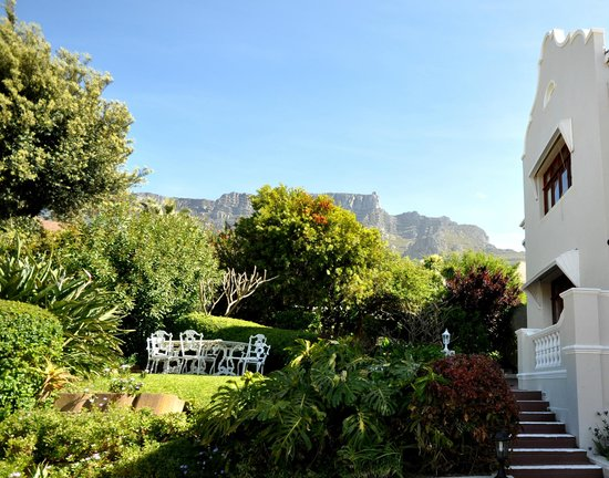 Villa Zeezicht: View of Table Mountain from garden