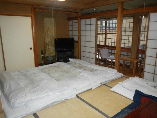 Senshinkan Matsuya: Room Type A with tatami mats down
