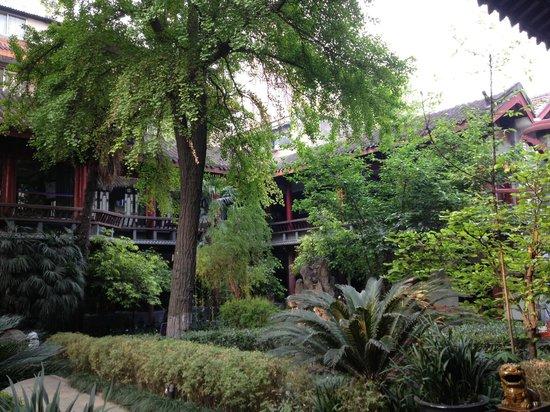 Sam's Guesthouse Chengdu Youth Hostel: Courtyard