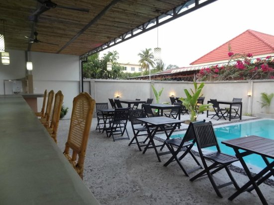 Sangker Villa: Restaurant around the pool