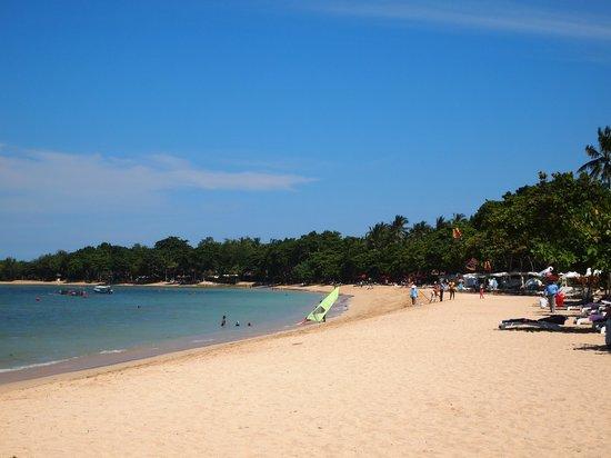 Nusa Dua Beach Hotel & Spa: beach in front of the hotel