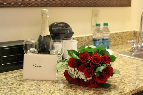 Embassy Suites by Hilton Charleston - Historic Charleston: sweetheart package