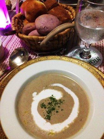 Auberge Bonne Chere Raout: Bolotti Soup
