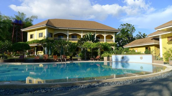 Turtle Bay Dive Resort: Main building and pool