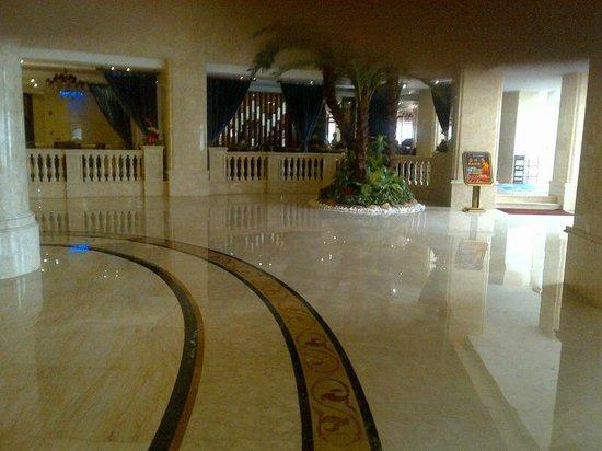 Sanbu Holiday Hotel: lobby