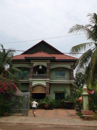 Firefly Guesthouse- The Berlin Angkor: Strassenansicht