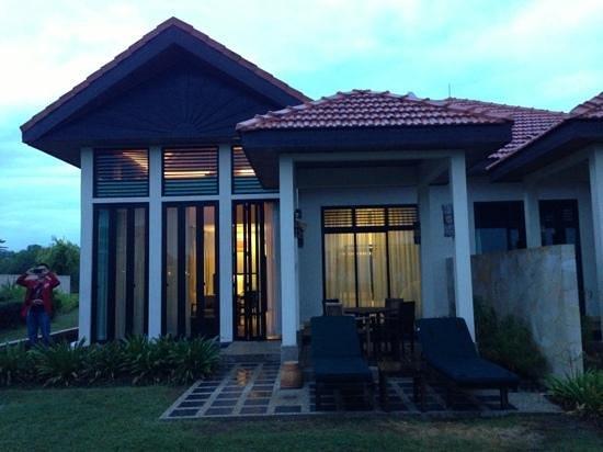 Nexus Resort & Spa Karambunai: villa with pool