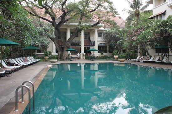 Raffles Hotel Le Royal: Main pool