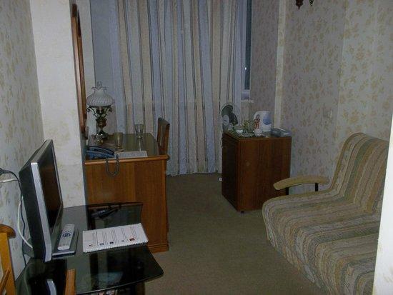 Gloria Hotel: Living room area