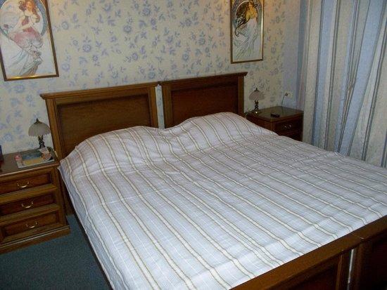 Gloria Hotel: Bed
