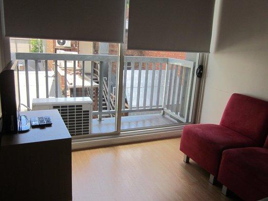 Ozstays Katz Apartments: The unit