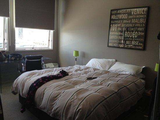 Auckland Waterfront Serviced Apartments: Main upstairs bedroom
