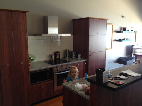 Auckland Waterfront Serviced Apartments: Kitchen in 3br apartment