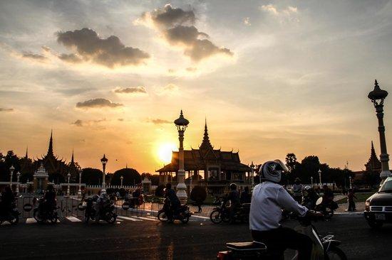 Riverside Suites: Khmer Sunset