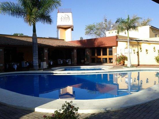 Hacienda La Noria: for quiet ask for a room away from the pool area!