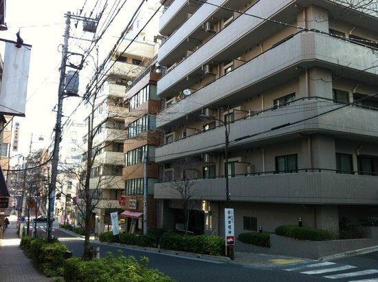 Ochanomizu St . Hills Hotel: Apartments across the hotel