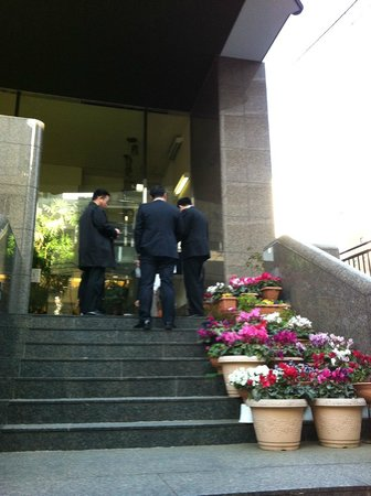 Ochanomizu St . Hills Hotel: Entrance of the hotel