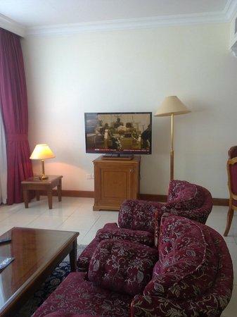 Grand Excelsior Sharjah : Holiday Inn Sharjah - Sitting room
