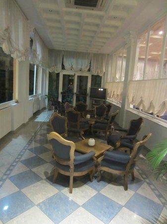 SALA LETTURA - RELAX - LUDOTECA - TV - Picture of Hotel Belsoggiorno ...