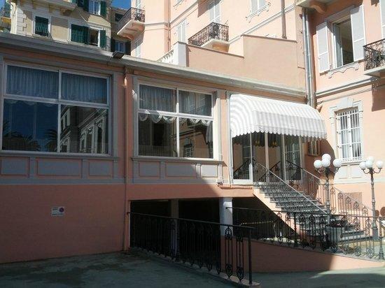 INGRESSO DAL PARCHEGGIO - Picture of Hotel Belsoggiorno, Sanremo ...