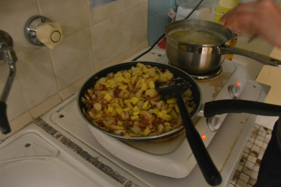 Golden Beach Holiday Park : camp kitchen