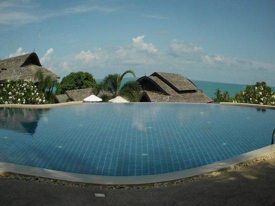 Bhundhari Spa Resort & Villas Samui: pool and ocean view