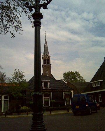Wapen van Ilpendam: Dorpsstrraat