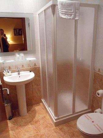 Hotel Mont-Roig : Shower