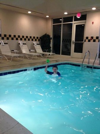 Hilton Garden Inn Washington DC / Greenbelt: life guard in pool area but water very cold