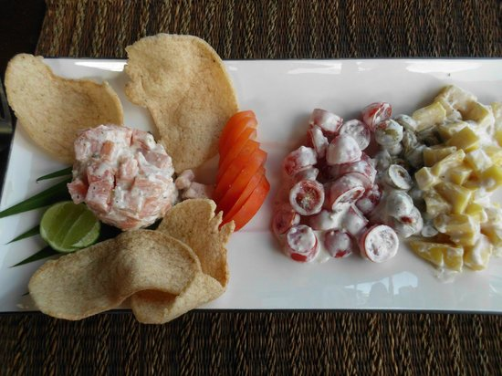 Bhundhari Spa Resort & Villas Samui: lunch with salmon and tomato salad - delicious