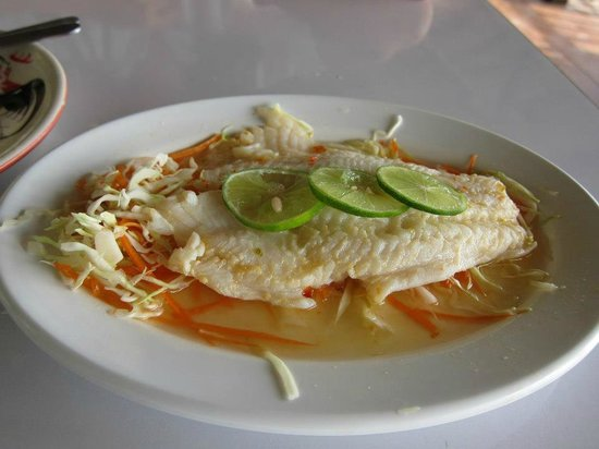 Luna Restaurant: steamed fish with lemon sauce. See no lemon, taste no lemon.