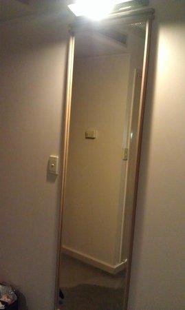 Bayview Eden Melbourne: Mirror in room