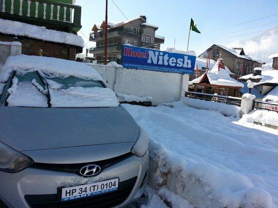 Hotel Nitesh: Snow Fall View of Hotel
