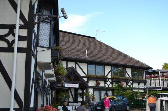 The Surrey Hotel : Hotel Entrance