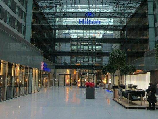 Hilton Frankfurt Airport Hotel: Vue de l'hotel